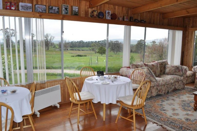 Dining room at Roslyn House B&B in the Derwent Valley