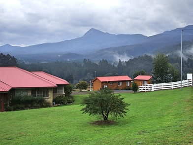 Maydena cabins and mountains